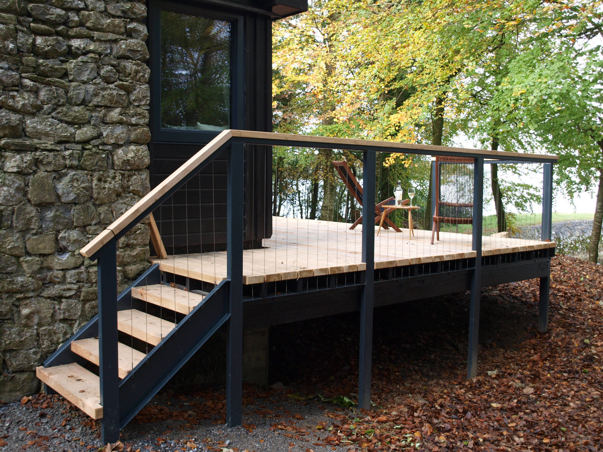 Wire rope balustrade for decking and stairs