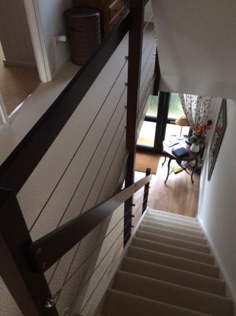 Staircase with horizontal wire rope balustrade