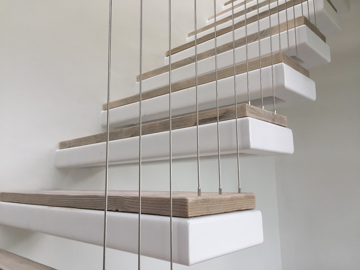 Vertical balustrade for staircase